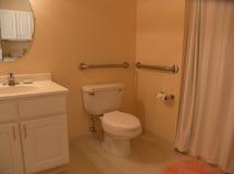 Salle de bains avec des bars d'encavateur Images libres de droits