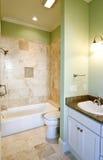 Salle de bains avec la tuile en pierre Photo stock