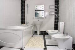 Salle de bains avec un jacuzzi Image stock