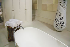 Salle de bains blanche Photos libres de droits