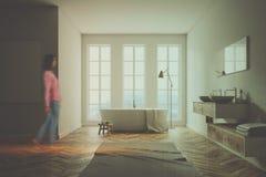 Salle de bains blanche de Minimalistic, affiche modifiée la tonalité Photo libre de droits