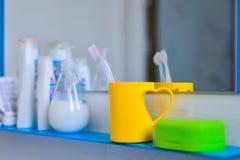 Salle de bains, brosse à dents, couple, savon Photographie stock libre de droits