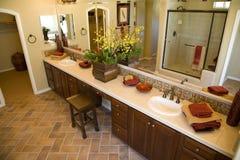 Salle de bains contemporaine Photographie stock