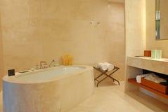 Salle de bains contemporaine Photographie stock libre de droits