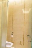 Salle de bains d'hôtel de luxe neuf Photographie stock