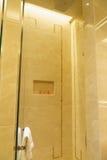 Salle de bains d'hôtel de luxe neuf Photos libres de droits