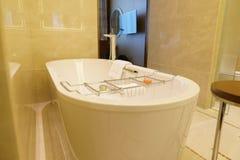 Salle de bains d'hôtel de luxe neuf Photo stock