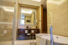 Salle de bains d'hôtel de luxe neuf Photos stock