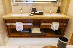Salle de bains d'hôtel de luxe neuf Photo libre de droits