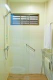 Salle de bains dans l'hôtel Image stock
