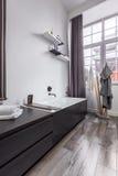 Salle de bains dans le style industriel image libre de droits