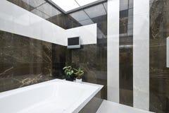 Salle de bains de Ñomfortable Photos libres de droits