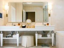Salle de bains de chambre d'hôtel Photos libres de droits