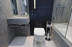 Salle de bains de marbre photographie stock libre de droits