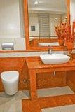 Salle de bains de terre cuite Photos libres de droits