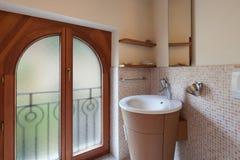 Salle de bains domestique photo libre de droits