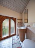Salle de bains domestique photos stock