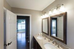Salle de bains intérieure à la maison Image libre de droits
