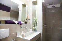 Salle de bains luxueuse moderne Images stock