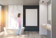 Salle de bains de marbre, blanche et noire, affiche, fille Images libres de droits
