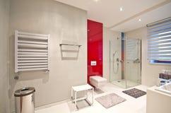 Salle de bains moderne élégante photographie stock