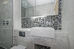 Salle de bains moderne d'en-suite Photos stock