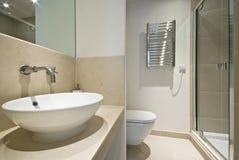 Salle de bains moderne d'en-suite images libres de droits