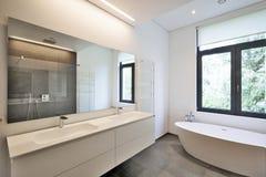 Salle de bains moderne de luxe image stock