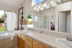 Salle de bains neuve Photographie stock