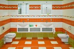 Salle de bains orange Photo libre de droits