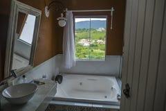 Salle de bains de pension de Tiradentes photos stock