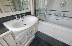 Salle de bains renversante Image libre de droits