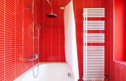 Salle de bains rouge Photo libre de droits