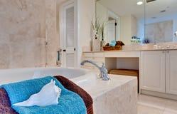 Salle de bains tropicale Photos libres de droits