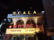 Salle de cinéma de SCALA dans la ville de Bangkok image libre de droits