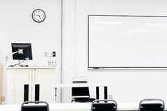 Salle de classe moderne stérile Photographie stock libre de droits