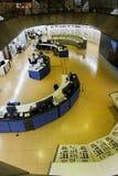 Salle de commande d'usine d'énergie hydroélectrique d'Itaipu images libres de droits