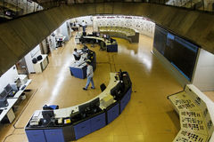 Salle de commande d'usine d'énergie hydroélectrique d'Itaipu image libre de droits