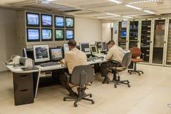 Salle de commande d'usine d'énergie hydroélectrique d'Itaipu images stock