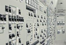 Salle de commande de l'usine de génération d'énergie nucléaire Photographie stock libre de droits