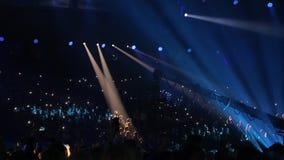 Salle de concert avec des spectateurs clips vidéos