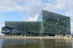 Salle de concert de Harpa à Reykjavik Image stock
