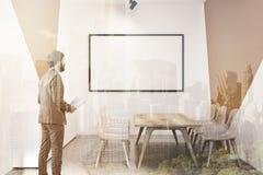 Salle de conférence blanche et beige, tableau blanc Photographie stock
