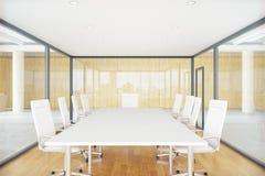 Salle de conférence à l'intérieur de la boîte en verre Photographie stock libre de droits