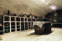 Salle de dégustation dans la cave images stock