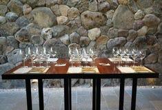 Salle de dégustation dans la cave d'établissement vinicole de saut de ` de mâles dans Napa Valley, la Californie Photo stock