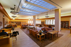 Salle de lecture de cintreuse chez Stanford Green Library photographie stock libre de droits