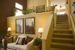 Salle de séjour à la maison de luxe. Image stock