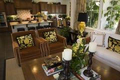 Salle de séjour à la maison de luxe. Photographie stock libre de droits
