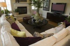 Salle de séjour à la maison de luxe spacieuse. photographie stock libre de droits